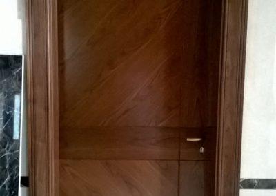 Interior veneered doors